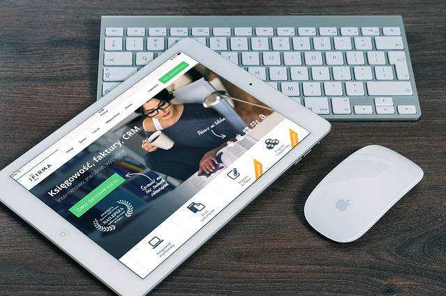 tablet, myš, klávesnice