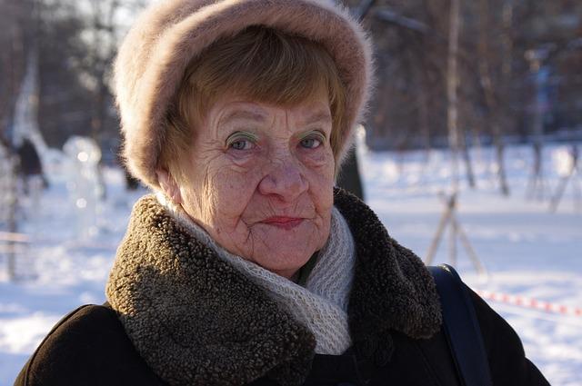 vrásčitá babička