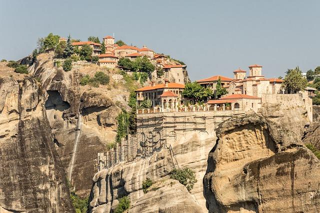 domy na skalách