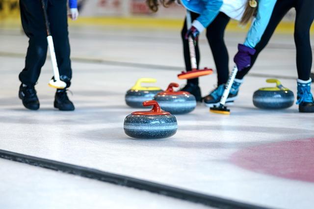 soutěže na curlingu